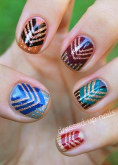 I want this nail art. DIY nail decals Chevron Nails I LOVE nails like these! Fancy Nails, Love Nails, How To Do Nails, Fabulous Nails, Gorgeous Nails, Pretty Nails, Chevron Nails, Tribal Nails, Glitter Chevron