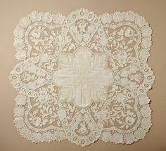 Woman's Handkerchief, Belgium, Ghent, Linen plain weave with cotton lace Antique Lace, Vintage Lace, Shabby, Art Du Fil, Textiles, Vintage Handkerchiefs, Pearl And Lace, Linens And Lace, Lace Embroidery