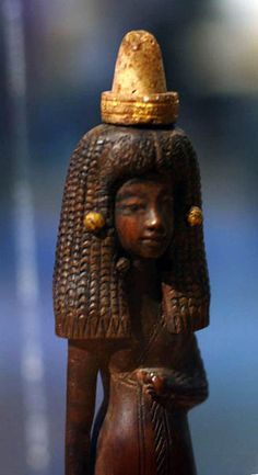 Lady Tuty wearing her scented cone, Dynasty, reign of Amenhotep III from Medinet Gurob