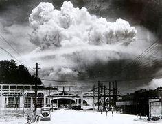 香焼島から撮影された長崎原爆のキノコ雲(松田弘道撮影)Atomic_cloud_over_Nagasaki_from_Koyagi-jima.jpeg (827×640)