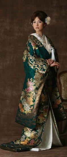 geisha - Kimono shinto wedding dress by jinjadekekkonshik Yukata, Furisode Kimono, Kimono Dress, Traditional Kimono, Traditional Dresses, Kimono Japan, Japanese Costume, Business Outfit, Hanfu