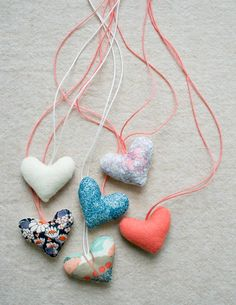 DIY: valentine necklaces