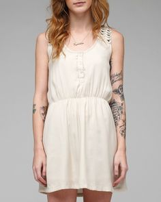 I would LOVE to have sleeves like this.. Well just the placement ... Looks beautiful and feminine
