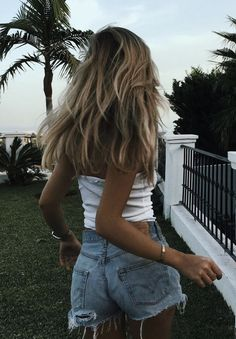 """Fall in love with someone that tastes like adventure but looks like the calm, beautiful morning after a terrible storm "" Selfie Foto, Mode Ootd, Summer Outfits, Cute Outfits, Girl Outfits, Foto Casual, Summer Aesthetic, Fashion Mode, 90s Fashion"