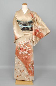 Houmongi/Tsukesage married woman's kimono Yukata Kimono, Kimono Japan, Silk Kimono, Japanese Kimono, Traditional Kimono, Traditional Outfits, Japanese Outfits, Japanese Fashion, Summer Kimono