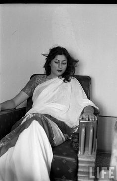 Hindi+Movie+Actress+Madhubala+in+different+Moods+-+Photograhed+by+James+Burke+1951+%25286%2529