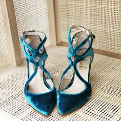 Terciopelo azul niagara Velvet Shoes, Lust, Lace Up, Bride, Outfits, Style, Fashion, Bridal, Footwear