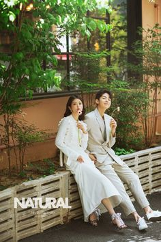 View photos in 2019 ST Jungwoo Studio New Sample - Natural . Pre-Wedding photoshoot by ST Jungwoo, wedding photographer in Seoul, Korea. Pre Wedding Poses, Pre Wedding Photoshoot, Wedding Shoot, Wedding Couples, Couples Poses For Pictures, Korean Couple Photoshoot, Natural Photoshoot, Korean Bride, Korean Wedding Photography