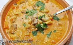 Alföldi betyárgulyás recept fotóval Real Food Recipes, Soup Recipes, Cooking Recipes, Yummy Food, Soup Dish, Hungarian Recipes, Hungarian Food, Goulash Hungarian, Food 52