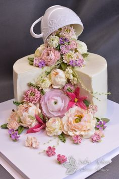 Buttercream flowers and wafer paper - cake by JarkaSipkova Gorgeous Cakes, Pretty Cakes, Amazing Cakes, Beautiful Cake Images, Bolo Floral, Floral Cake, Wedding Cake Designs, Wedding Cakes, Buttercream Flowers