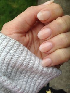 Nude oval nails... clean beach summer look
