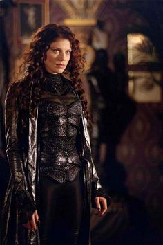 Peta Wilson in the role of Mina Harker demonstrating the Rule of Cool for the 2003 film League of Extraordinary Gentlemen. Gentleman Movie, Mina Harker, Peta Wilson, League Of Extraordinary Gentlemen, Biological Father, Hero's Journey, Ice Queen, Medieval Fantasy, Dieselpunk