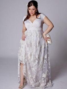 Свадебное платье в стиле ампир для полных с кружевной юбкой