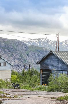 How to spend a weekend in Norwegian fjords? Where to start? What is the most beautiful fjord to visit? Read on travel-monkey.com