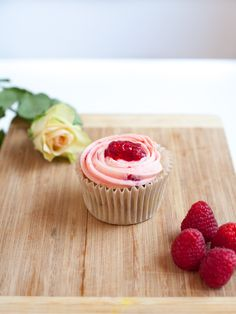 New Raspberry & White Chocolate Cupcake. Email cakemeoslo@gmail.com for enquiries and/or orders.
