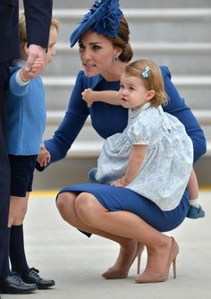 "Kate Middleton bent over to speak to her son Prince George after the royal family arrived in Canada over the weekend. Queen Elizabeth is notably not a fan of this style of ""active listening. Prince William Kids, Kate Middleton Prince William, Prince William And Catherine, William Kate, Princesa Charlotte, Estilo Kate Middleton, Kate Middleton Style, The Duchess, Herzogin Von Cambridge"