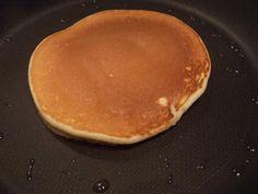 Pancake Jamie Oliver - Retete in imagini - Culinar. Jamie Oliver Pancakes, Breakfast, Food, Morning Coffee, Essen, Meals, Yemek, Eten