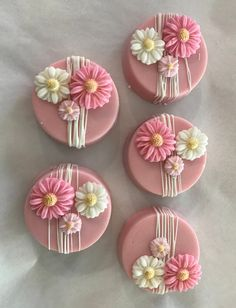 Pink and White Drizzled Flower Chocolate Covered Oreos - cake pops - Oreo Oreo Cookies, Cupcake Cookies, Sugar Cookies, Fondant Cupcake Toppers, Oreo Pops, Flower Cupcakes, Flower Cookies, Flower Cake Pops, White Cupcakes