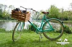 The bicycle crates of TWO-O can stand any type of weather! The stormchaser even has an umbrella holder for when it starts to rain! #crates #fietskrat #holland #weather #sun #bike #fiets #amsterdam #vondelpark #stormchaser #classic #fixie #transporter
