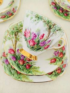 Lovely tulip motif on this dainty teacup, You are able to enjoy breakfast or various time periods applying tea cups. Tea cups also have ornamental features. When you consider the tea cup types, you might find that clearly. Tea Cup Set, My Cup Of Tea, Tea Cup Saucer, Vintage Cups, Vintage Dishes, Tea Sets Vintage, Antique Tea Cups, Teapots And Cups, Teacups