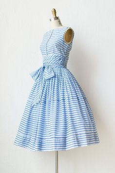 The back bodice has a v-neckline & zipper enclosure. Wrapped sash at the waist and full skirt, enhanced by crinoline petticoat Vintage Fashion 1950s, Vintage 1950s Dresses, Vintage Mode, Vintage Style, Day Dresses, Dress Outfits, Fashion Dresses, Dresses Online, Prom Dresses