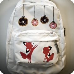 umm....kill me with the cuteness....i need this backpack asap!!!!!!!!!!!!!!