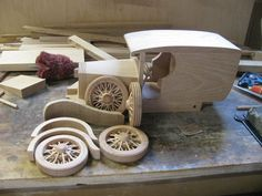 Toy Construction Ford van Just about there Making Wooden Toys, Handmade Wooden Toys, Diy Toys Car, Wooden Toy Cars, Wood Toys Plans, Woodworking Toys, Toy Trucks, Stuffed Toys Patterns, Wood Crafts