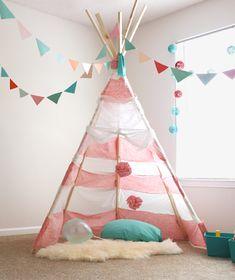 海外で室内用テントとして大人気のティーピー。子どもにとっては最高の遊び場に、大人にとっては癒しの空間に。デザインや素材にこだわることもでき、インテリアとしてもピッタリです!そんな、いろいろなデザインのティーピーを集めてみました。