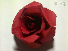 Rosas de cartulina roja, enviadas por Evelyn