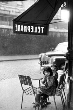 Paris 1959 Henri Cartier-Bresson - https://sorihe.com/fashion01/2018/03/05/paris-1959-henri-cartier-bresson/