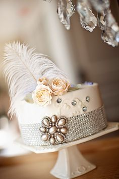 Peoria Marriott Pere Marquette vintage styled shoot captured by Studio Blunier. Featured on Trendy Groom. Pretty Cakes, Beautiful Cakes, Amazing Cakes, Art Deco Wedding, Gatsby Wedding, Gatsby Party, Wedding Ideas, Fancy Cakes, Mini Cakes