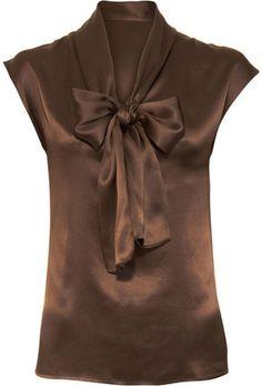 Very nice top for a seasonless wardrobe....