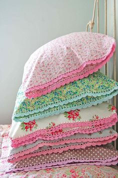 Suas fronhas podem ficar ainda mais delicadas e fofinhas com os barradinhos em #croche