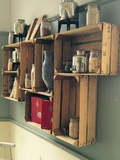 Küchenschrank aus alten Holzkisten selber machen Check more at http://diydekoideen.com/diy-bastelideen-mit-holzkisten/