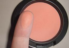 MAC Peaches blush by CoisasDeDiva, via Flickr