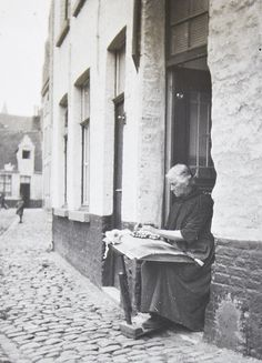 lace maker in Bruges.  Photo by Harrison Burgess -- Tyne & Wear Archives & Museums on Flikr