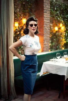 50's retro look with pencil skirt and sunglasses