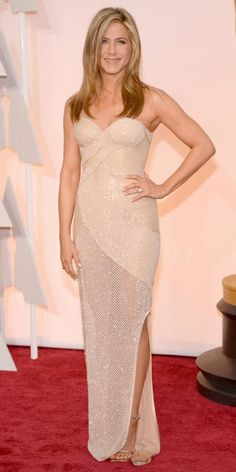 Jennifer Aniston shines in Versace at the #2015 #AcademyAwards