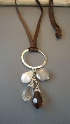 Círculo de plata de ley orgánica de cuero con collar de perlas