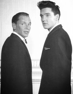 Elvis and Frank Sinatra. I think, this is one of thr best photos in history Classic Hollywood, Old Hollywood, Soul Musik, Little Bit, Cinema, Dean Martin, Music Icon, Elvis Presley, My Idol