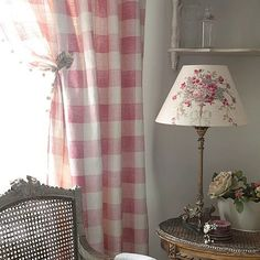 curtains in Pink Check and lamp shade in Isobella by Kate Forman (UK) Cottage Living, Cottage Style, Cottage Chic, Kate Forman, Deco Champetre, Sweet Home, French Country Living Room, Country Life, Country Style