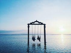 studded-hearts-inspiration-Miann-Scanlan-swinging-in-Bali-paradise-ocean-swing-sunset.jpg (1000×750)