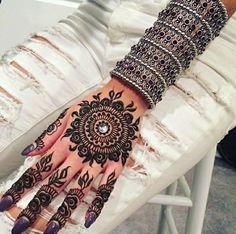 Mehndi Henna Tattoo.Mandala Art #MehendiMandalaArt #MehendiMandala @MehendiMandala