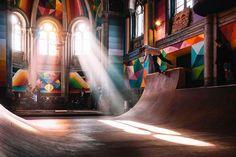 Fresque dans une église transformée en skate Park par le street-artiste Okuda | Ilanera, Espagne