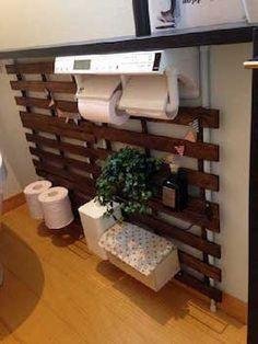 DIYでウォールラックを作成したトイレ