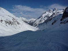 Die Skitour auf die Rossfallscharte ist eine Einsteigertour mit relativ kurzen Aufstieg und einer schönen Abfahrt hinunter ins Malfontal. Portal, Mount Everest, Mountains, Nature, Travel, Bus Stop, Alps, Naturaleza, Voyage