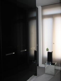 Black gloss, custom dressing room, NP apartment in Paris _
