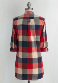 Bonfire Stories Tunic in Red Plaid. Your pals huddle around you, fascinated and filled with suspense as you orate beside the crackling fire in this red, ecru, and navy-blue plaid top. Kurti Neck Designs, Blouse Designs, Chitenge Dresses, Stitching Dresses, Lehnga Dress, Simple Outfits, Cool Outfits, Stylish Sarees, Vintage Shorts