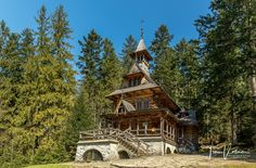 The Witkiewicz chapel. It belongs to the most beautiful monuments of Zakopane, Poland. Established in on the slope above the thermal springs, by. Artistic Photography, Landscape Photography, Planet Video, Zakopane Poland, Dracula Castle, Monuments, The Good Place, Most Beautiful, Father