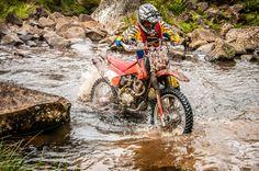 Enduro da Queda, trilha de moto em Urubici, na serra catarinense. Brasil.  Fotografia: Marcus Zilli.
